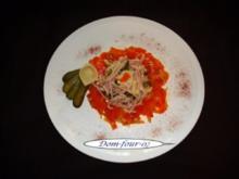 Blanchierter Möhrensalat umschließt Wurstsalat - Rezept
