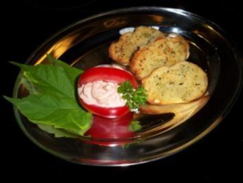 Rezept: Tomatenkörbchen mit Krabbencocktail gefüllt