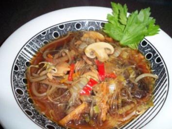 Rezept: Asiatische Kohlsuppe mit Entenfleisch