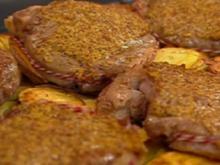 Rib-Eye Steak mit Zwiebeln, Knoblauch, Peperoni und Tomaten - Rezept