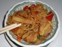 Chop Suey mit Pute und Bratnudeln - Rezept