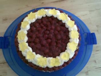 Rezept: Joghurt-Sahne-Torte mit Sauerkirschen