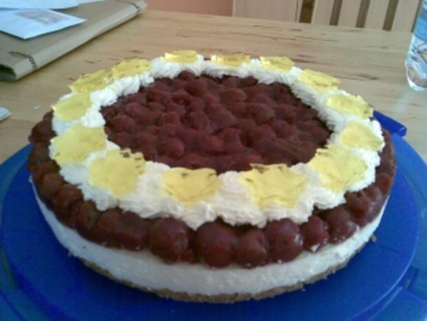 Joghurt-Sahne-Torte mit Sauerkirschen - Rezept - Bild Nr. 2