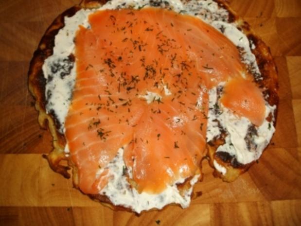 Lachs-Crêpes mit Meerrettich-Frischkäse und Dijon-Senfcreme - Rezept - Bild Nr. 7