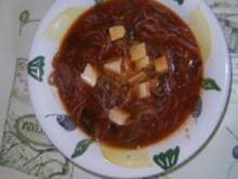 Nam Pla Suppe an Rotkohlbrühe mit Thunfisch - Rezept