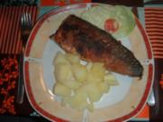 Makrele nach Müllerinart und Salzkartoffeln und Salat - Rezept