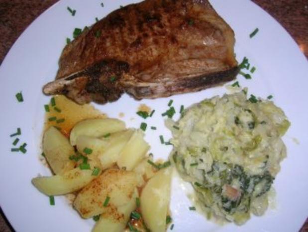 Wirsinggemüse Mit Natur Gebratenem Kotelett Und Salzkartoffeln (typische Altdeutsche  Küche)   Rezept   Bild
