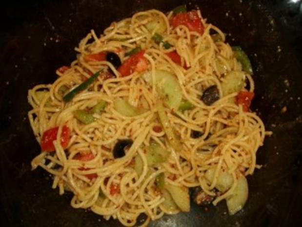 Spaghetti-Salat mediterran - Rezept - Bild Nr. 4