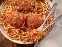 Oma's Nudeln mit Tomatensoße und Hackbällchen - Rezept - Bild Nr. 2