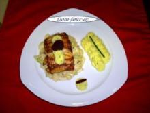 Lachs im Ei- Senf- Mantel auf einem  Wirsing-Bett - Rezept