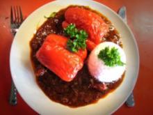 gefüllte Paprika auf Tomaten-Paprika-Sugo - Rezept