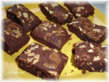 Kuchen/Gebäck - Brownies mit Rum und Mandeln - Rezept