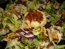 Überbackener Käse auf Salatbeet - Rezept