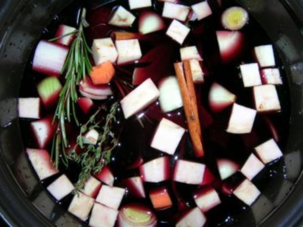 Rotweinsauerbraten mit Hagebuttenknödeln und geschmortem Wirsing (Fotos) - Rezept - Bild Nr. 5