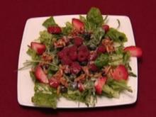 Rot-blauer Früchtecocktail auf Salatherzen (Susan Tiedtke) - Rezept