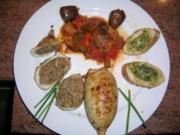 Tintenfischtuben gefüllt mit Thunfisch+schwarzem Olivenpesto an Ratatouille und Kräuterbaguette - Rezept