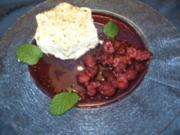 Desserts: Geeiste Zimtsterne mit flambierten Himbeeren - Rezept