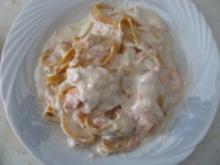 Bandnudeln mit Joghurt-Sahne Sauce und Lachs - Rezept
