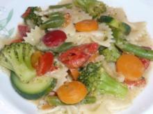 Pfannengericht: Italienisches Gemüse mit Nudeln und Feta - Rezept