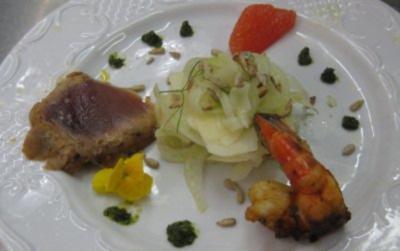 Apfel-Fenchelsalat mit Riesengarnelen und Thunfischfilet - Rezept