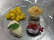 Weiße Mousse mit Grand Marnier, Schokoküchlein, Orangensorbet und Mangoragout - Rezept