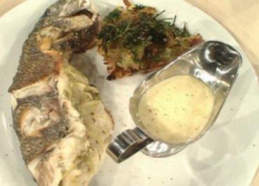 Gefüllte Seebrasse mit Fenchel und Kartoffel-Rosmarin-Plätzchen a la Henssler - Rezept