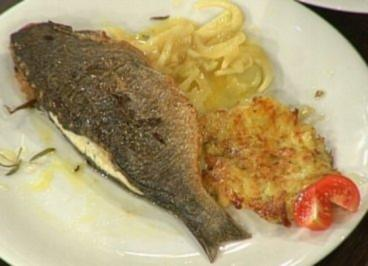 Rezept: Gefüllte Seebrasse mit Fenchel und Kartoffel-Rosmarin-Plätzchen (Ralf Richter)