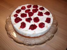 Fanta-Pfirsich-Kuchen mit roter Grütze - Rezept