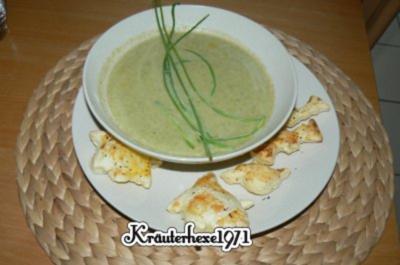Duett von Broccoli und Möhrensüppchen mit pikantem Blätterteiggebäck - Rezept