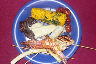 Barbecue-Variationen von Fleisch, Fisch und Gemüse - Rezept