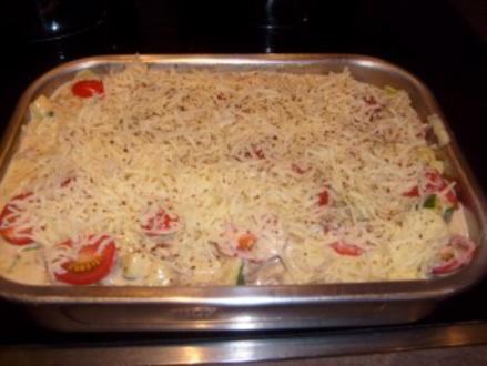 Tortellini in Zucchini Hackleisch Sauce überbacken mit Käse - Rezept