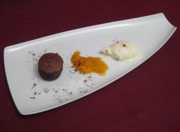 Rezept: Schokoladentörtchen mit flüssigem Kern und Minzeis