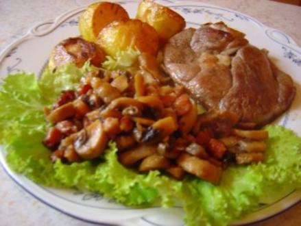 Lammkeulenscheiben mit Bacon-Pilzen und Rosmarin-Kartoffeln... - Rezept