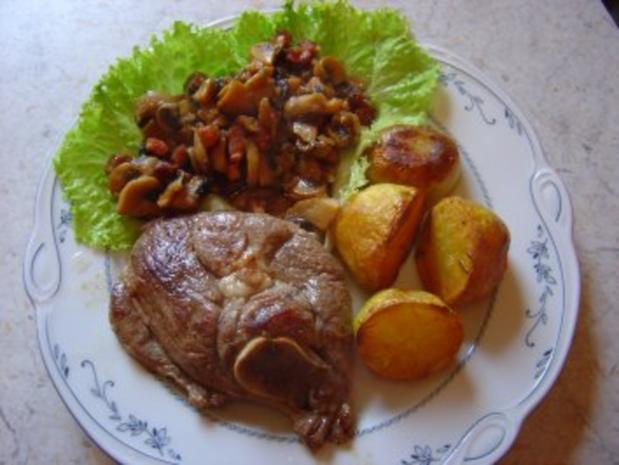 Lammkeulenscheiben mit Bacon-Pilzen und Rosmarin-Kartoffeln... - Rezept - Bild Nr. 2