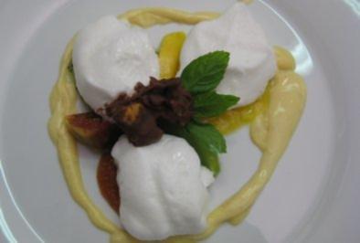 Schneeklößchen auf Fruchtsoße und Vanillecreme - Rezept