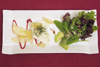 Matjes-Joghurtterrine mit Äpfeln und Dill an Salat - Rezept