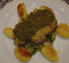 Rumpsteak auf Endiviengemüse und Sellerie und Kräuterbutter überbacken - Rezept