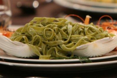Scampi mit grünen Bandnudeln in Sahnesoße (Olivia Jones) - Rezept