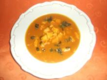 Kürbis-Curry-Suppe mit Seelachswürfel - Rezept