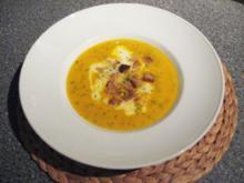 Kürbis-Karotten Crémesuppe mit Croutons - Rezept