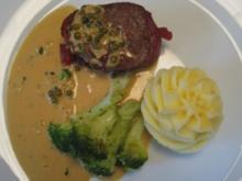 Rindermedaillon im Speckmantel an flambierter Pfeffersoße, dazu Brokkoli und Kartoffelpüree - Rezept