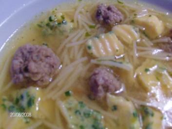 Suppe mit Bällchen und Stich - Rezept