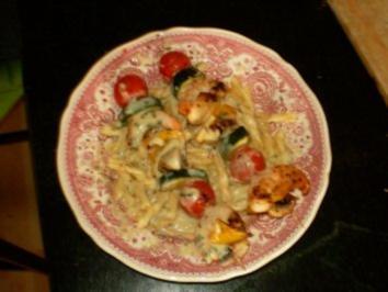 Garnelen-Gemüse-Spießchen mit Nudeln und Zitronen-Butter-Soße - Rezept