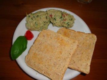 Avocado; Tunfisch & Kräuter treffen sich zum Frühstück - Rezept