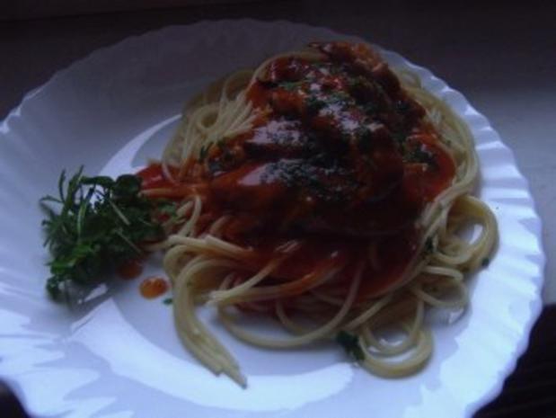 Heringsfilets in Tomatensauce auf Spaghetti - Rezept