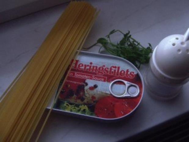 Heringsfilets in Tomatensauce auf Spaghetti - Rezept - Bild Nr. 2