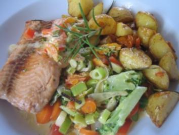Lachs auf Weißwein-Gemüse - Rezept