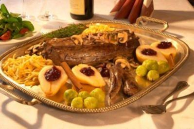 Rehrücken im Crepeteig gegart mit cassis -Apfelfilets und wirsingtörtchen - Rezept - Bild Nr. 4
