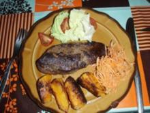 Rinds - Entrecote garniert mit Karotten, grüner Salat, Cherrytomaten und Kürbis - Rezept