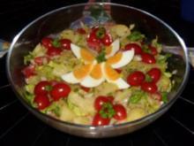 Bunter Kartoffelsalat mit Würstchen - Rezept